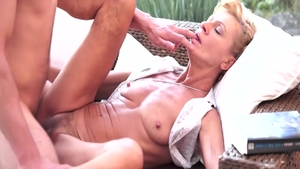 Rough hard nailining escorted by hairy MILF Leigh Darby