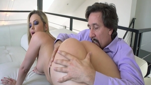 Big butt blonde Alexis Texas goes in for sex scene