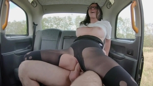Alisya Gapes gaping in the taxi