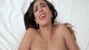 Young stepsis pussy eating