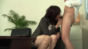 Japanese MILF lusts real fucking in HD
