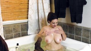 Mindi Mink masturbating in the bath