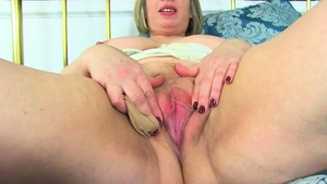 Fat mature masturbating
