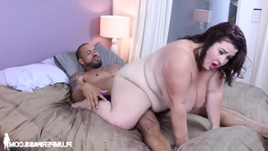 Young Lady Lynn handjob sucking dick