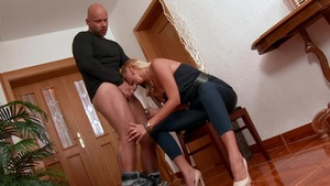 Couple Nikki Dream pissing