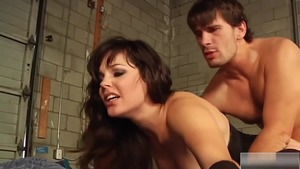 Brunette Bobbi Starr really likes rough nailing